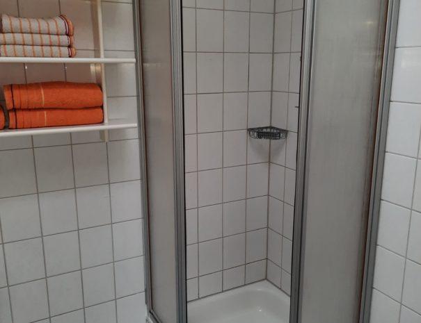 04Bad_Dusche Wohnung 1