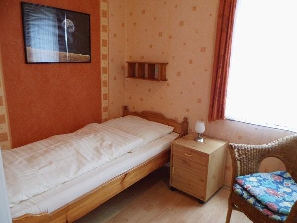 06 Einzelzimmer